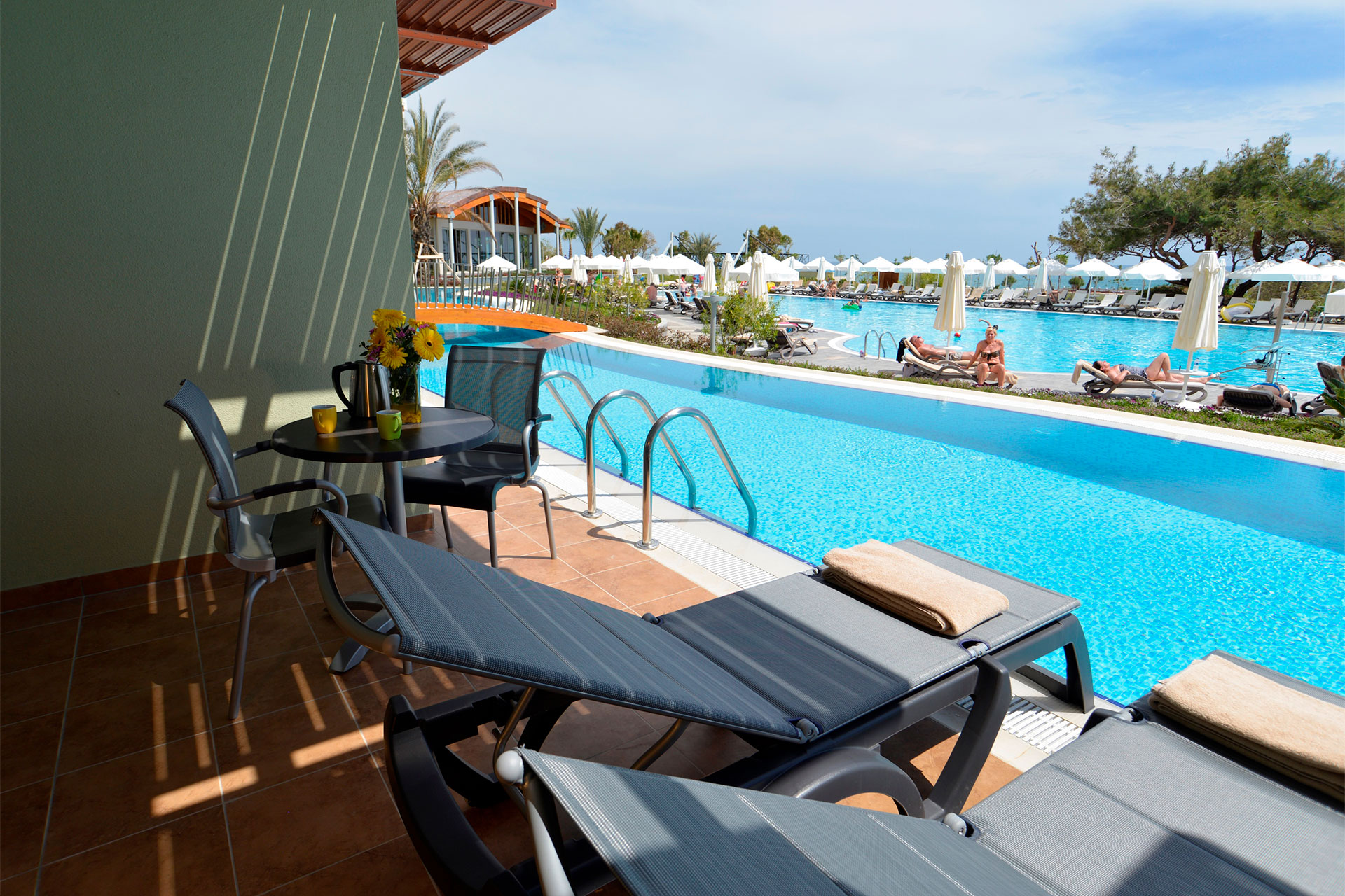 /images/tui-sensatori-resort-barut-sorgun/rooms/swimup-arakapi/sorgun-rooms-adult-swimup-arakapili-01.jpg